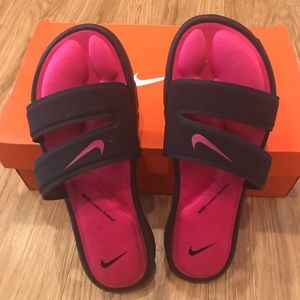 NWT: In Box- Pink & Black Nike Slides: size 8🌺